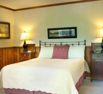 1 Queen Bed Mountain View, Narrow Gauge Inn